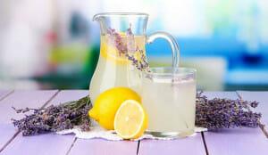Como hacer limonada de lavanda para calmar la ansiedad y dolores de cabeza