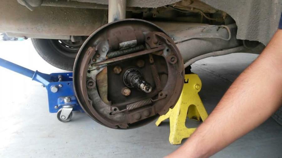 Como cambiar cintas y cilindros de freno trasero