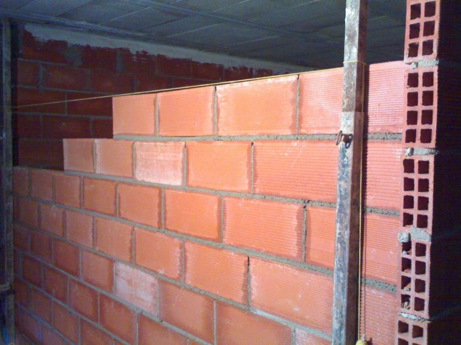 como levantar una pared de ladrillo hueco