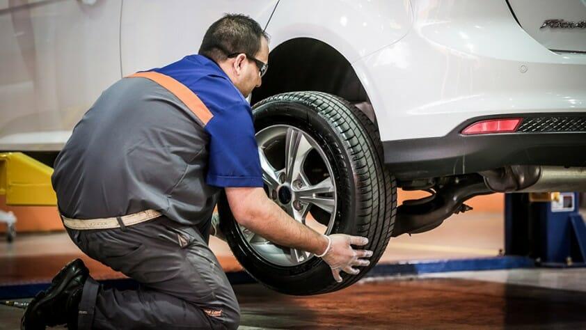 Como rotar las ruedas o cubiertas del auto